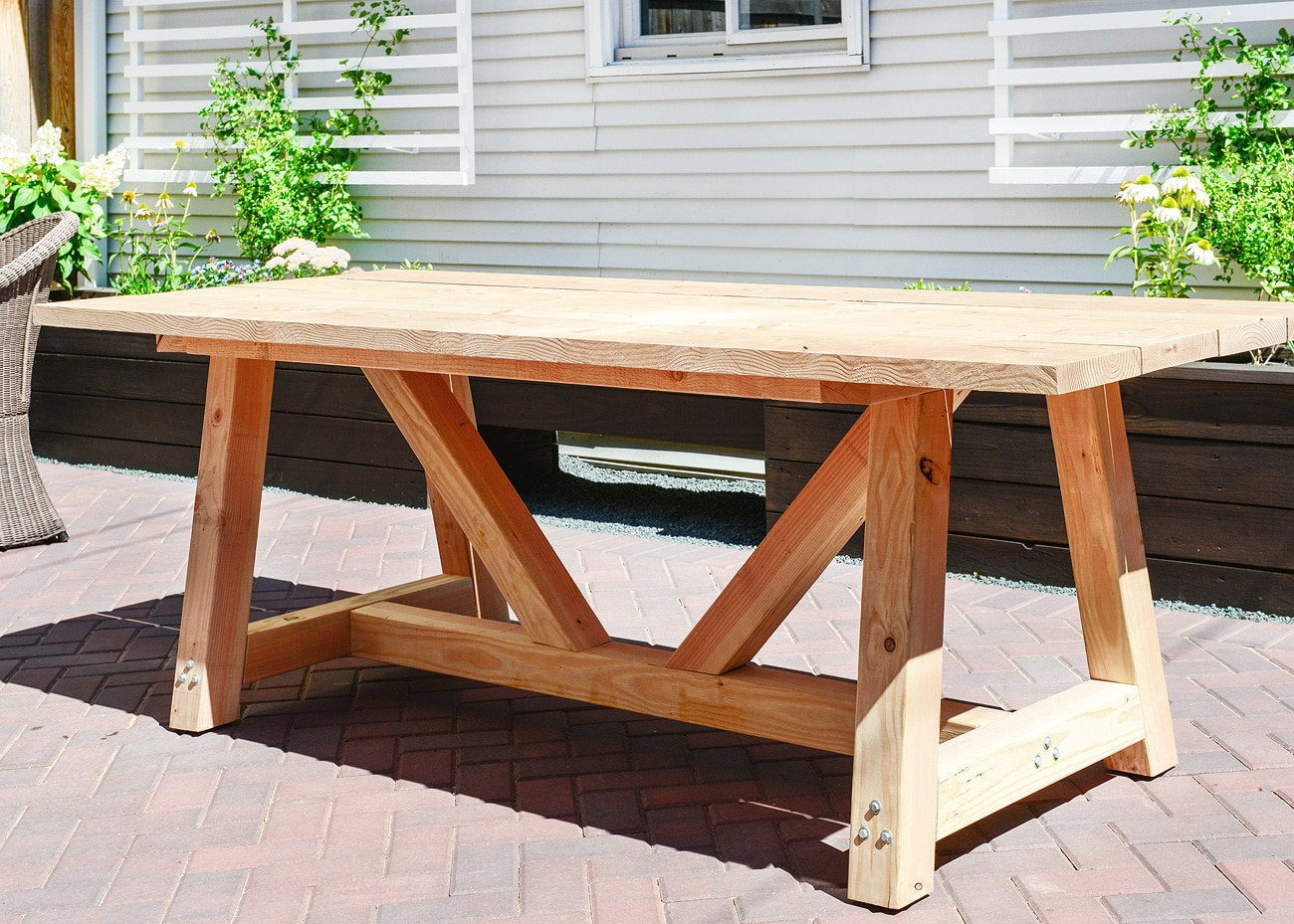 Our diy patio table part i yellow brick home for Diy garden table designs