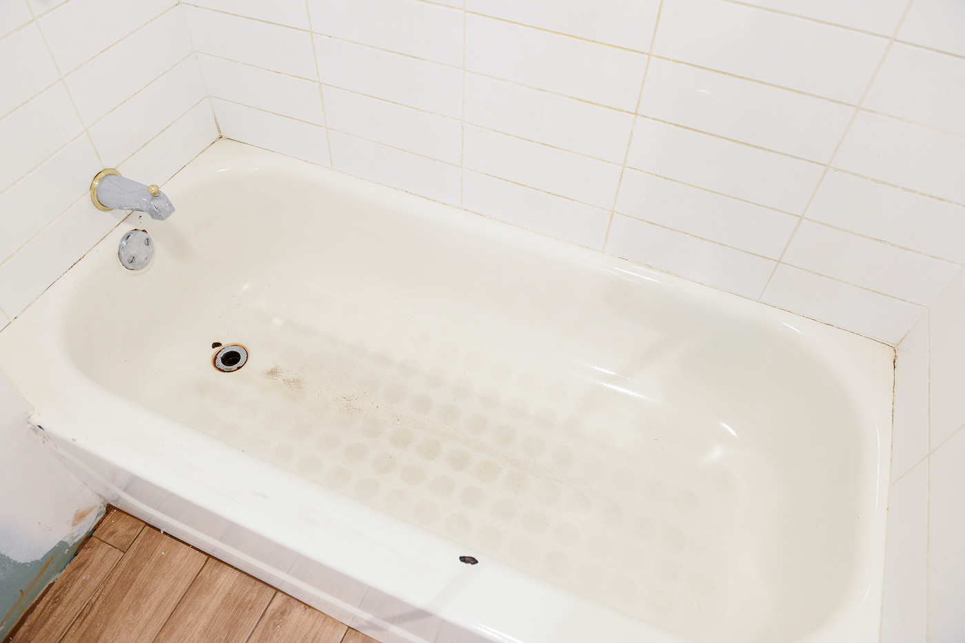 To replace or reglaze the story of the garden 39 s bathtub yellow brick home for How much to refurbish a bathroom
