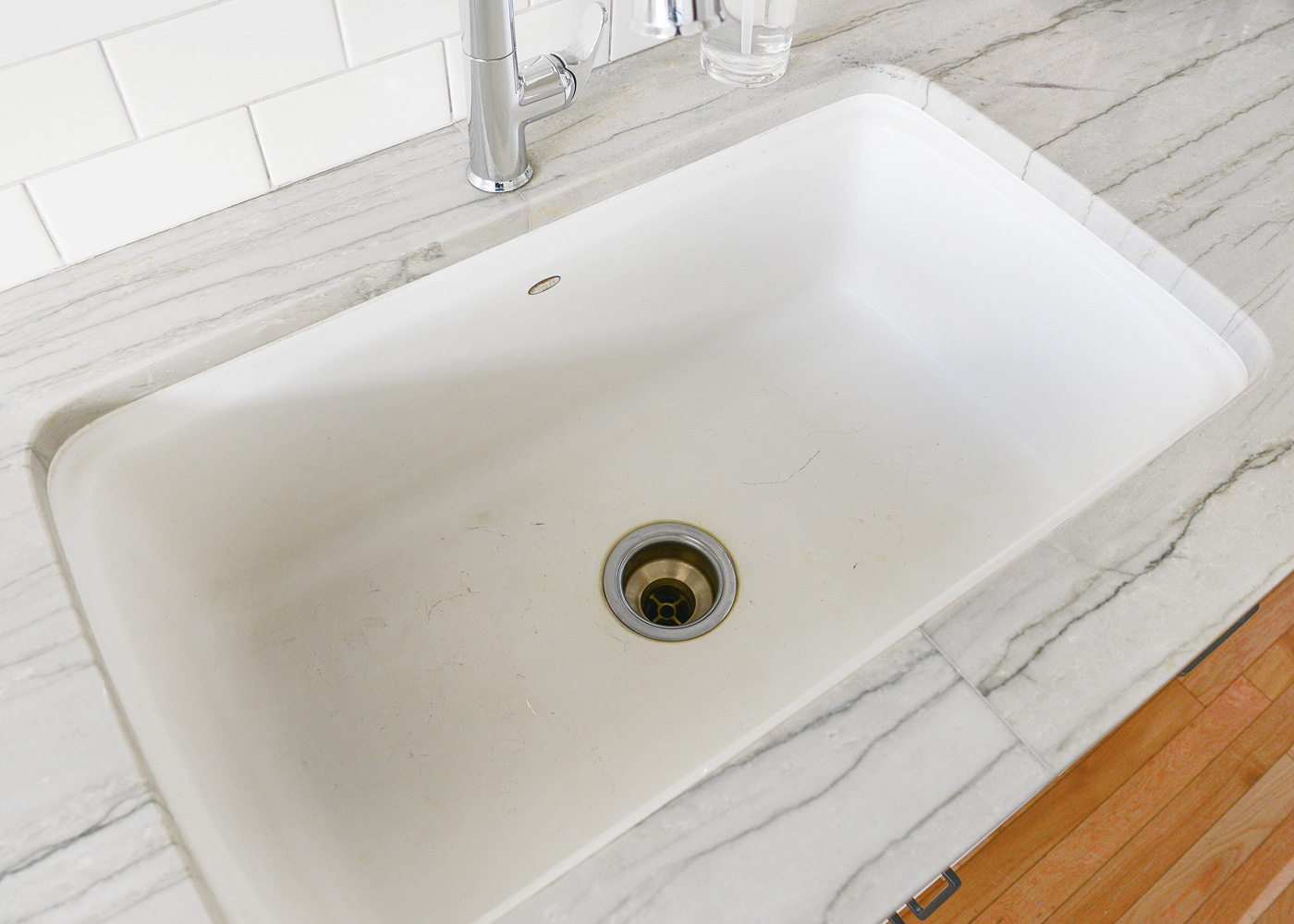 How to clean a white enamel sink safely and naturally yellow the method workwithnaturefo