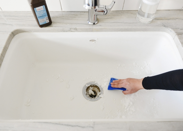 How To Clean A White Enamel Sink Safely And Naturally Yellow Brick Home