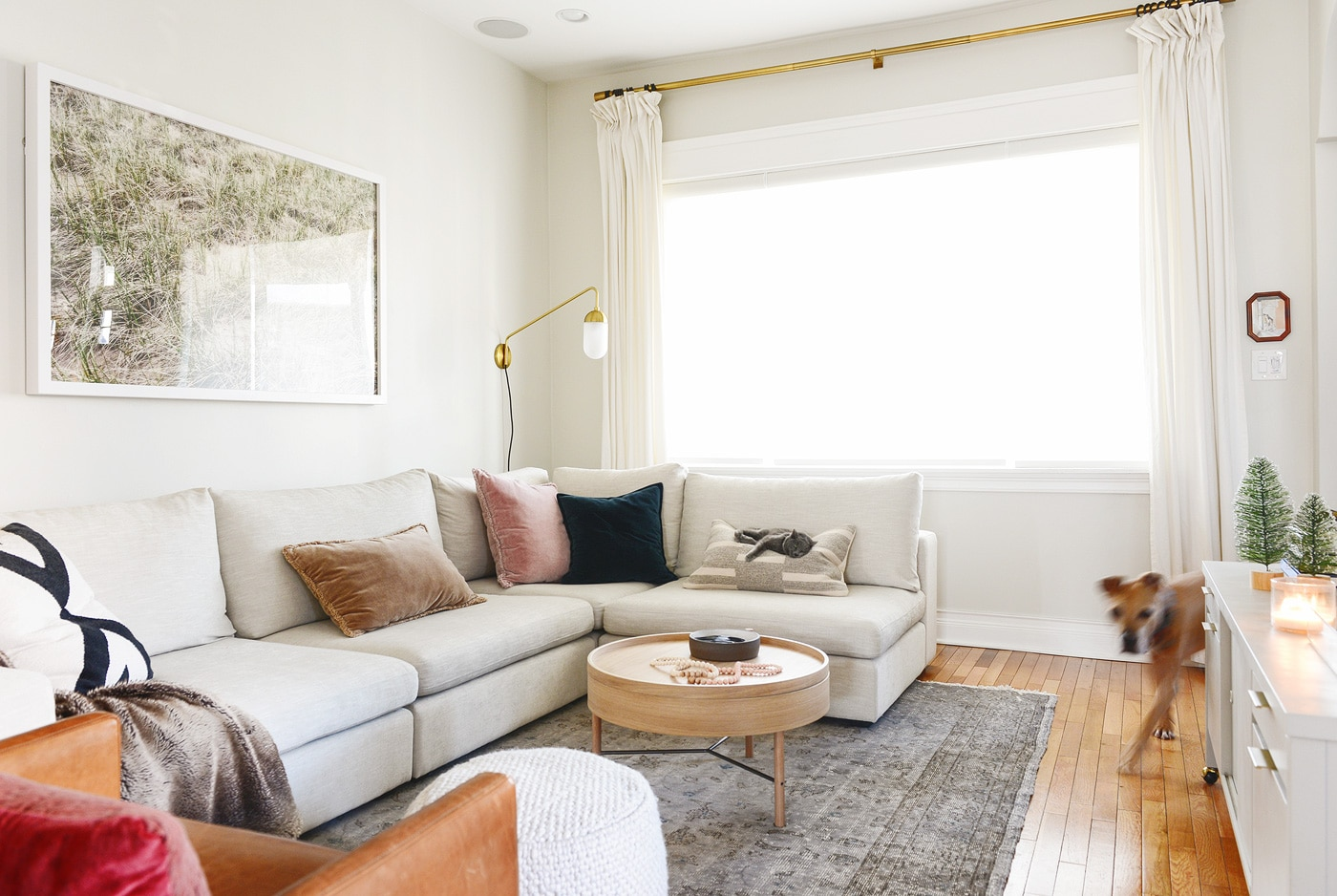 Coffee tables for small spaces | small coffee tables with storage | via Yellow Brick Home