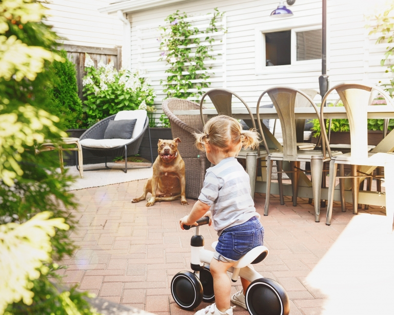 Lucy's first bicycle! via Yellow Brick Home // small Chicago patio inspiration // patio design with red brick pavers