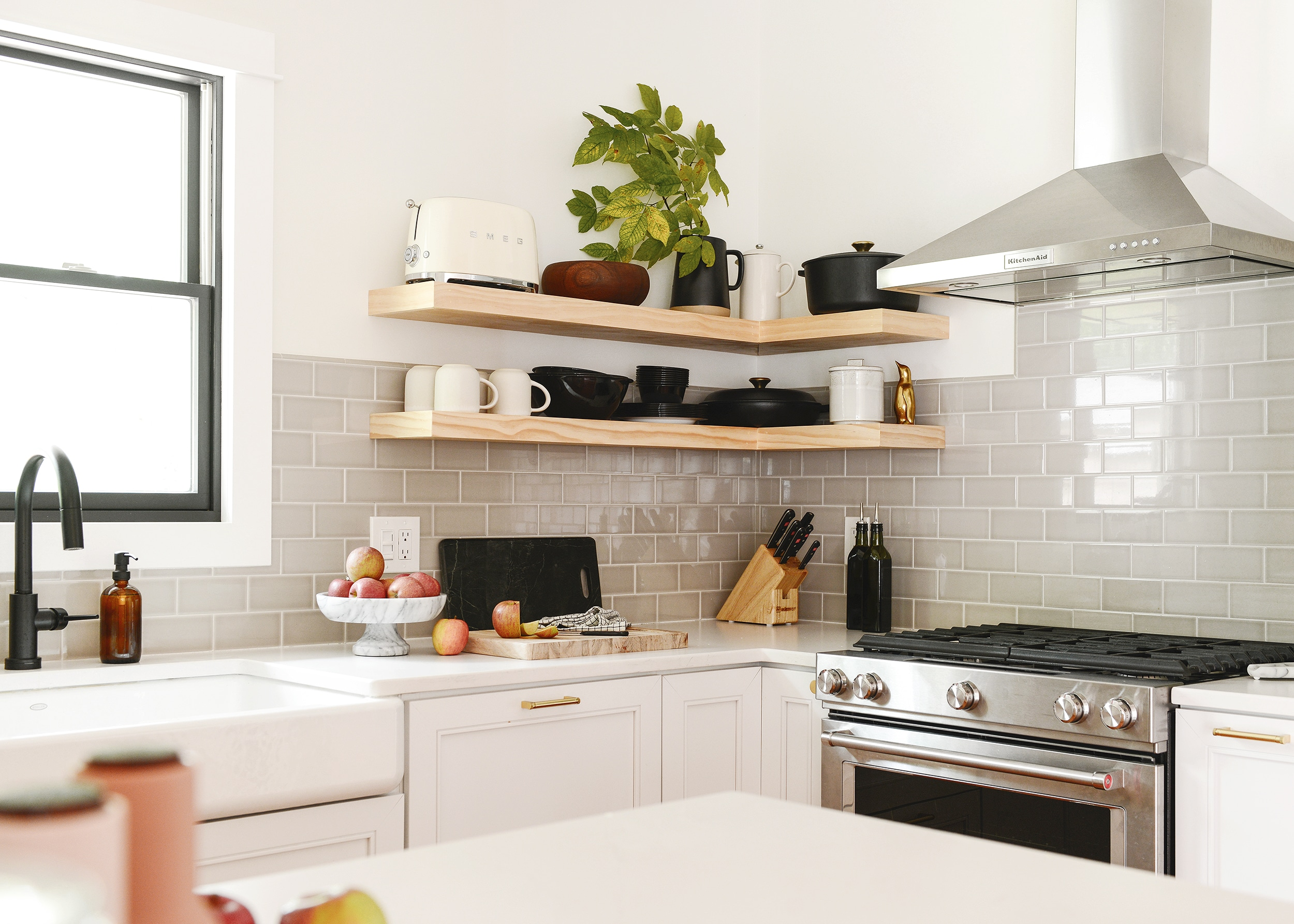 A Case For Open Shelves In The Kitchen